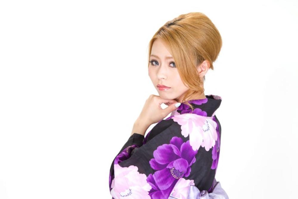 https___www.pakutaso.com_assets_c_2014_08_N853_ushirowohurikaeruyukatanojyosei500-thumb-1000xauto-5186