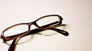 ファミレスと眼鏡屋で働いてたんだけど質問ある?