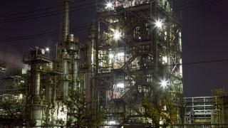 工場の夜景撮ってる最中だけど質問ある?